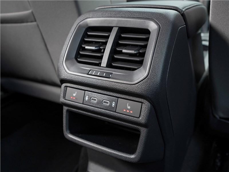 Volkswagen Taos (2022) вентиляция для второго ряда