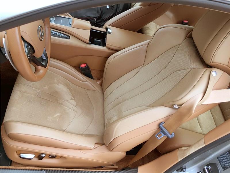 Lexus LC 500 (2021) передние кресла