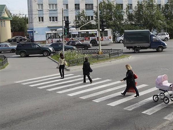 ГИБДД намерена обязать водителей уступать дорогу