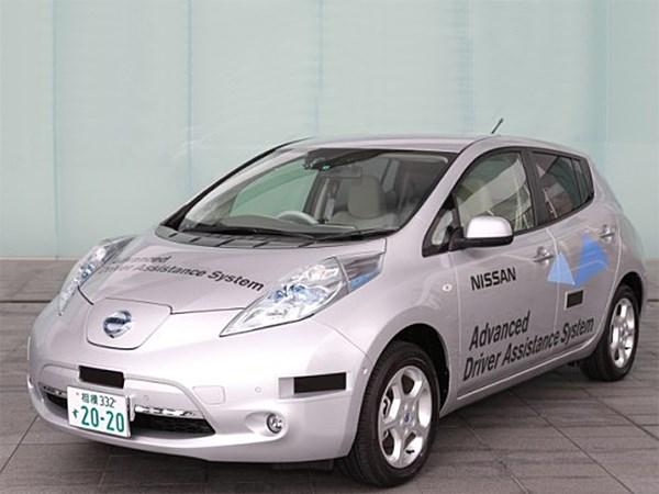 Самоуправляющийся Nissan Leaf выходит на дороги общего пользования
