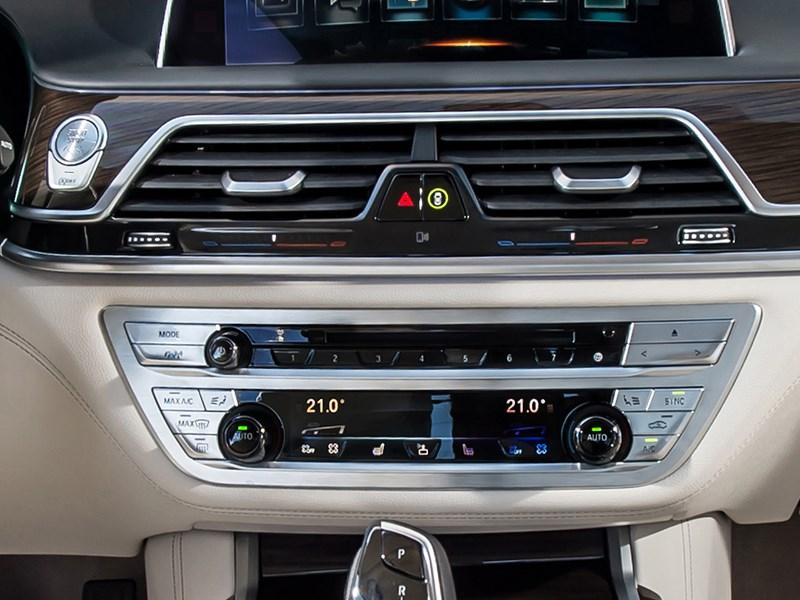 BMW 7-Series 2016 кнопки управления