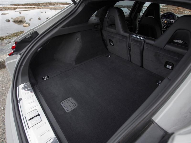 Porsche Panamera Sport Turismo 2018 багажное отделение