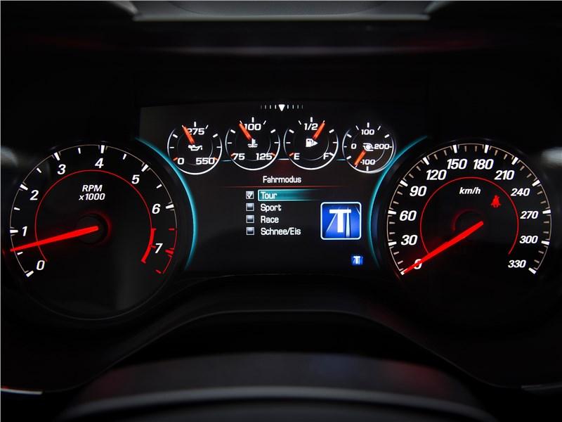 Chevrolet Camaro 2016 приборная панель