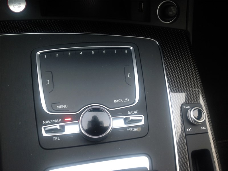 Audi SQ5 3.0 TFSI 2018 тачпад