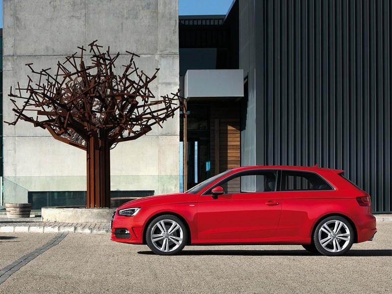 Audi A3 2012 вид сбоку