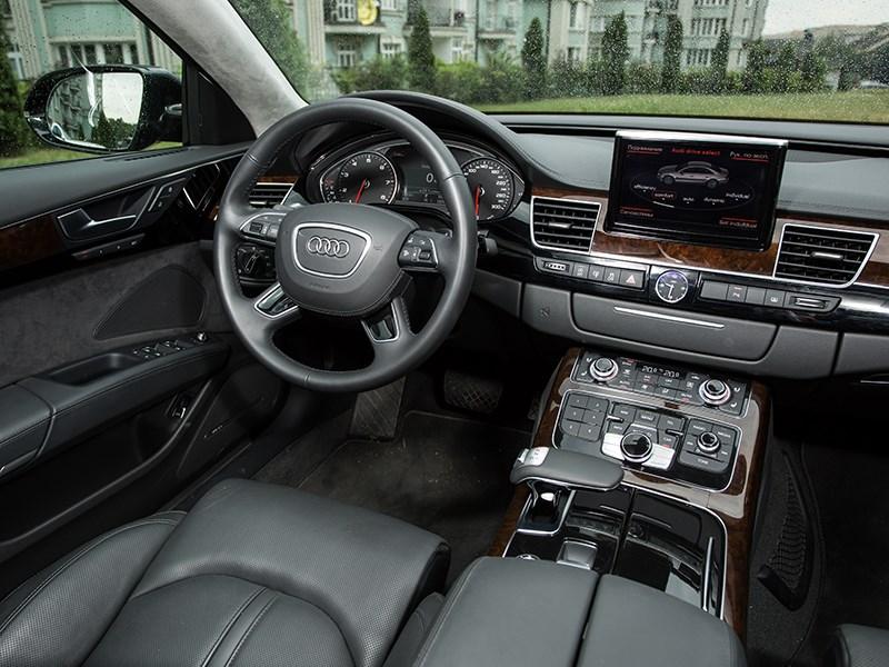 Audi A8 4.0 TFSI 2014 водительское место