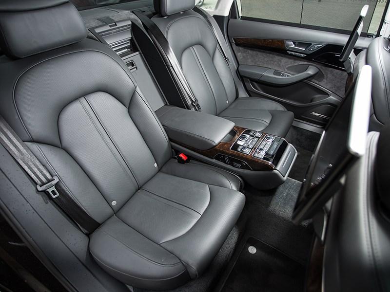 Audi A8 4.0 TFSI 2014 задние кресла