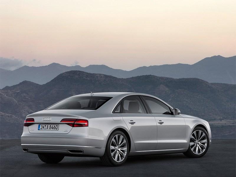 Audi A8 2014 вид сзади