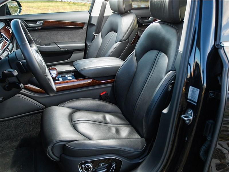 Audi A8 2014 передние кресла 2