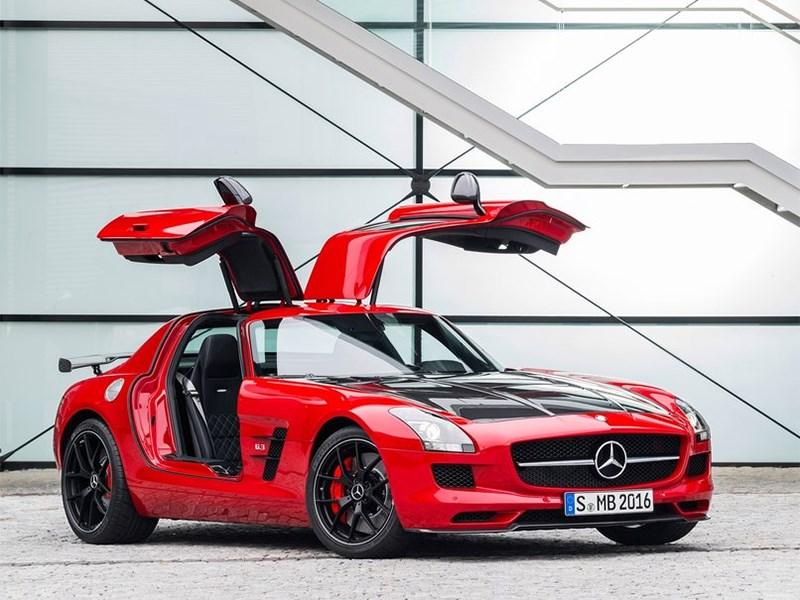 Mercedes-Benz SLS AMG GT Final Edition Coupe 2014 вид спереди с открытыми дверями