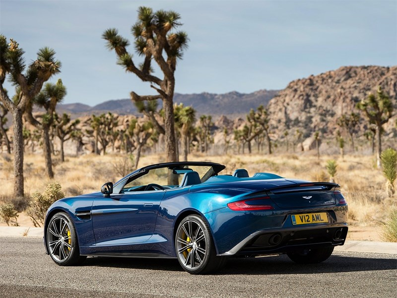 Aston Martin Vanquish Volante 2014 вид сзади