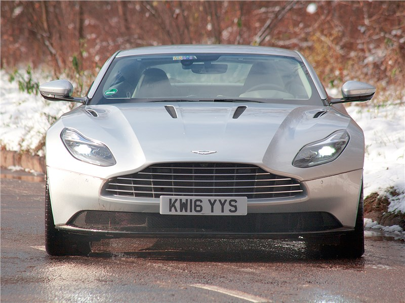 Aston Martin DB11 2017 вид спереди
