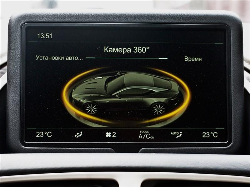 Aston Martin DB11 2017 монитор
