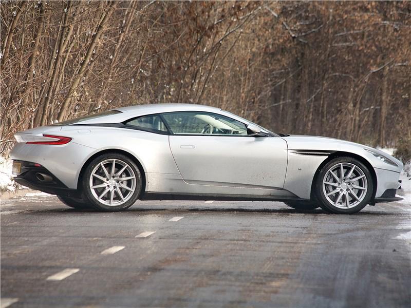Aston Martin DB11 2017 вид сбоку