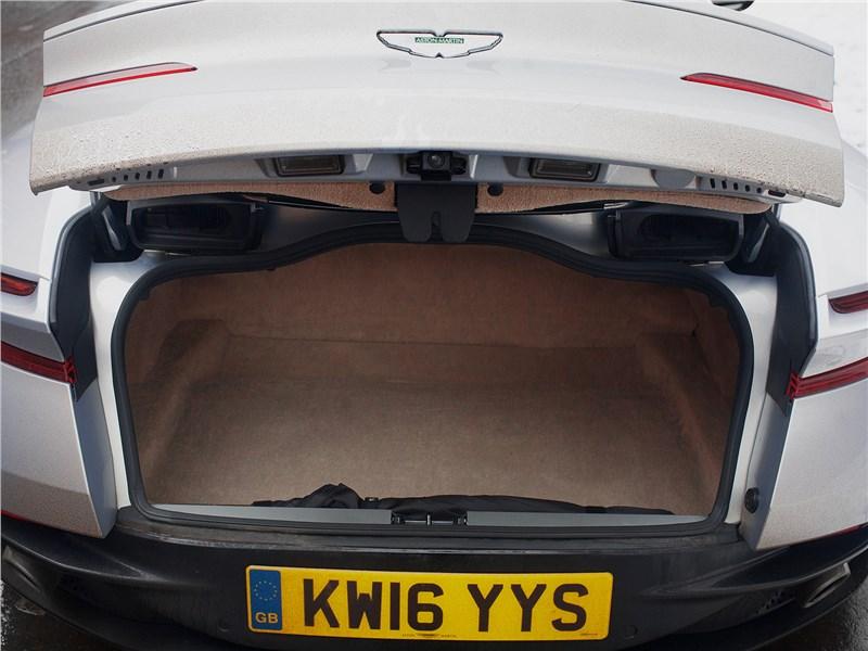Aston Martin DB11 2017 багажное отделение