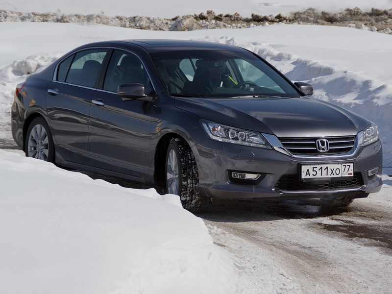Honda Accord 2013 вид сбоку