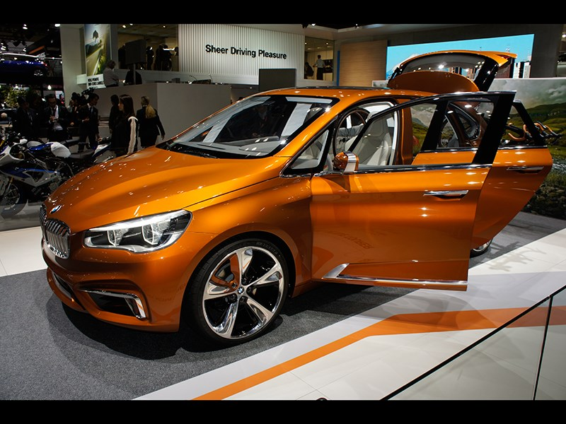 BMW Active Tourer Outdoor concept 2013 вид сбоку