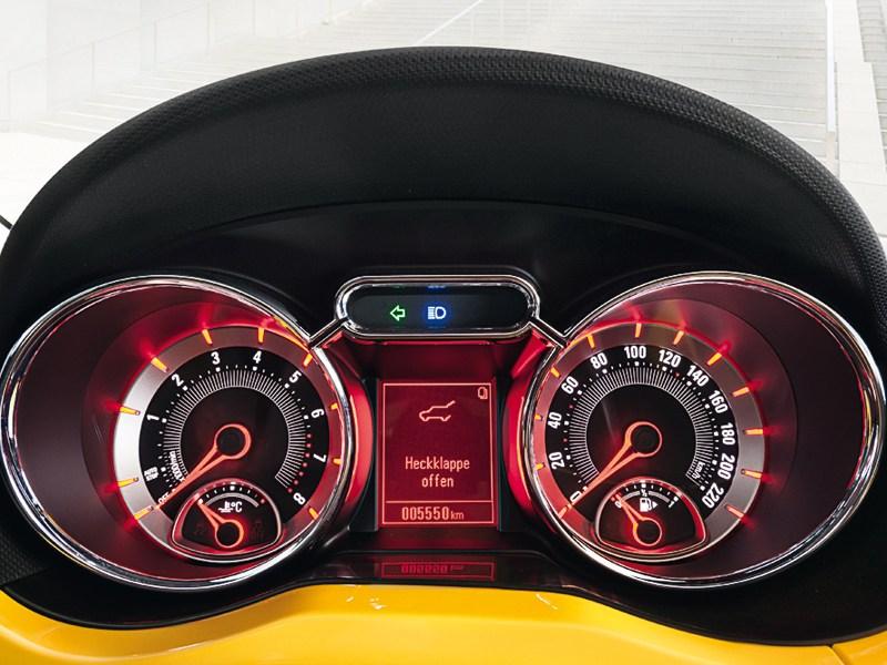 Opel Adam 2013 приборная панель