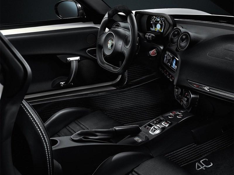Alfa Romeo 4C 2013 водительское место