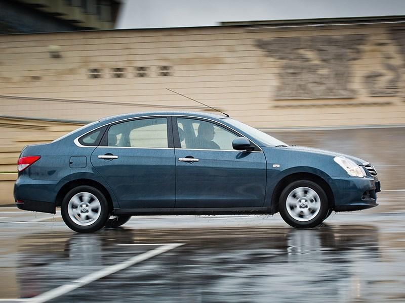 Nissan Almera 2013 вид сбоку