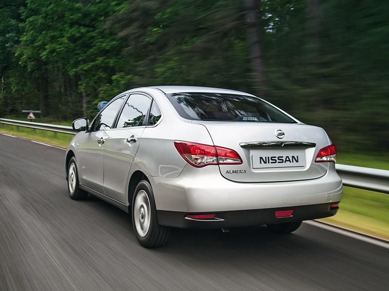 Nissan Almera 2013 вид сзади