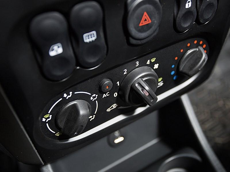 Nissan Almera 2013 управление климатом
