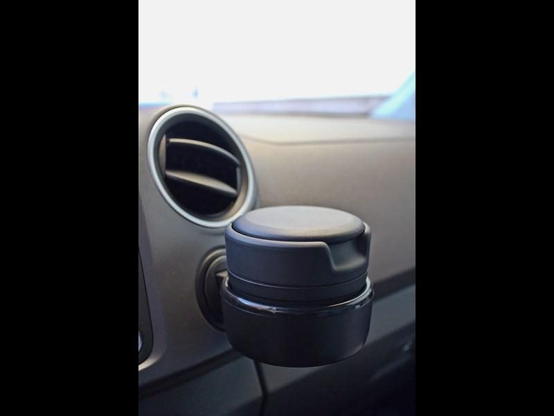 Volkswagen Amarok 2010 подстаканник