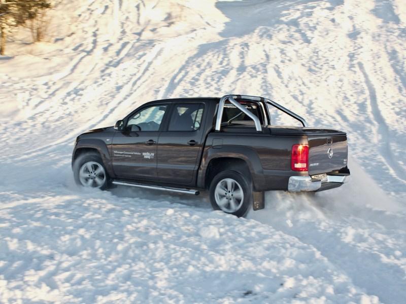 Volkswagen Amarok 2010 вид сзади