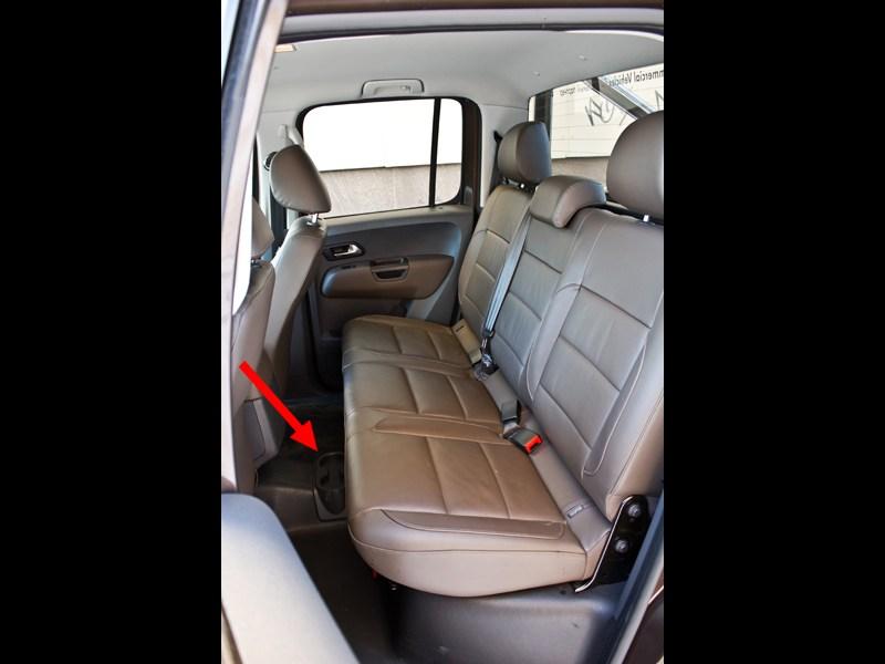 Volkswagen Amarok 2010 задний диван