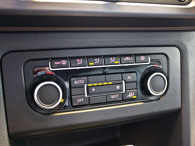 Volkswagen Amarok 2010 центральная консоль