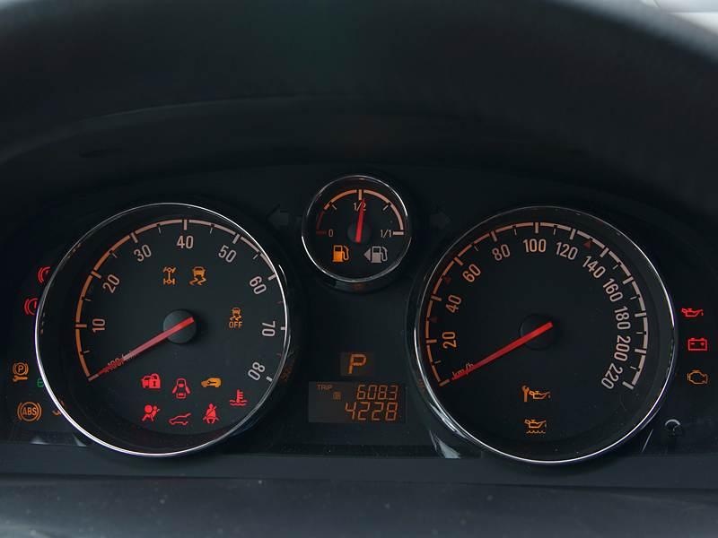 Opel Antara 2012 приборная панель