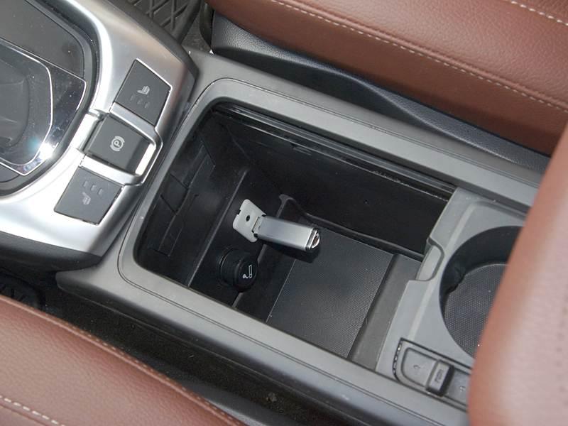 Opel Antara 2012 бокс между сиденьями