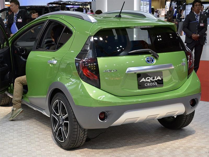 Toyota Aqua Cross concept 2014 вид сзади