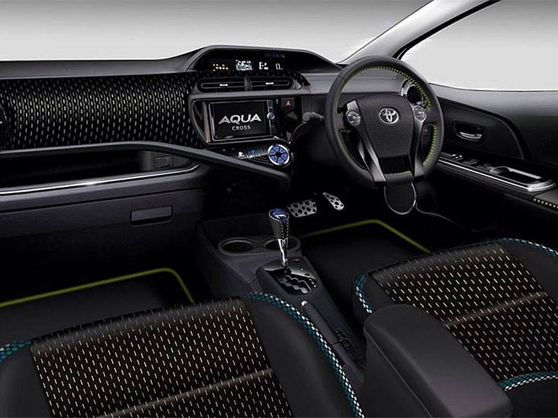 Toyota Aqua Cross concept 2014 водительское место
