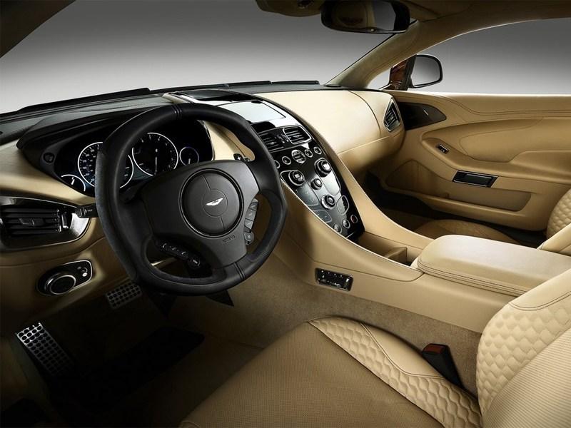 Aston Martin Vanquish 2013 водительское место
