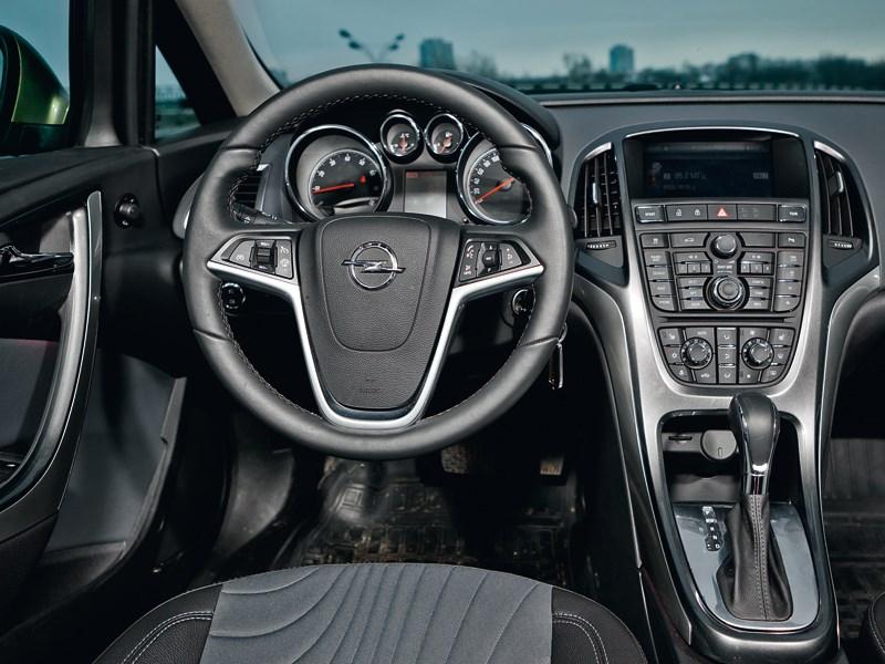 Opel Astra 2012 водительское место