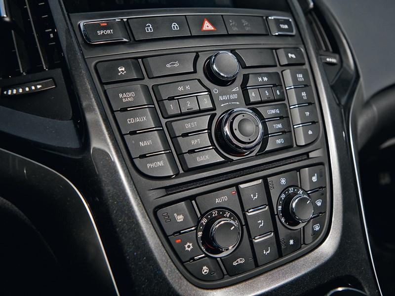 Opel Astra 2012 центральная консоль