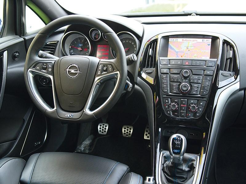 Opel Astra OPC 2013 водительское место
