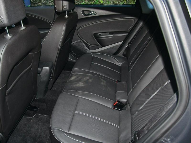 Opel Astra 2013 задний диван