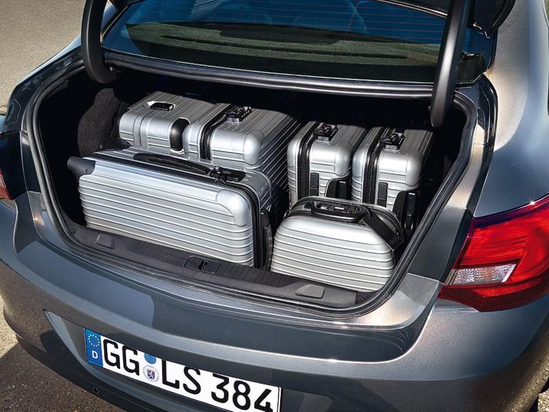 Opel Astra 2013 багажное отделение