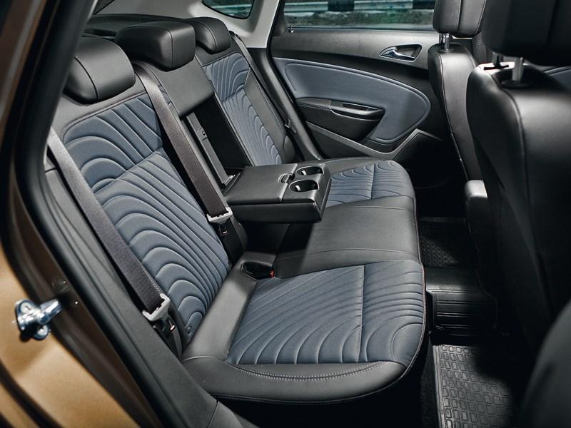 Opel Astra 2012 задний диван