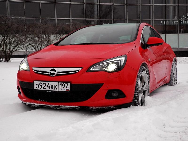 Opel Astra GTC 2012 вид спереди