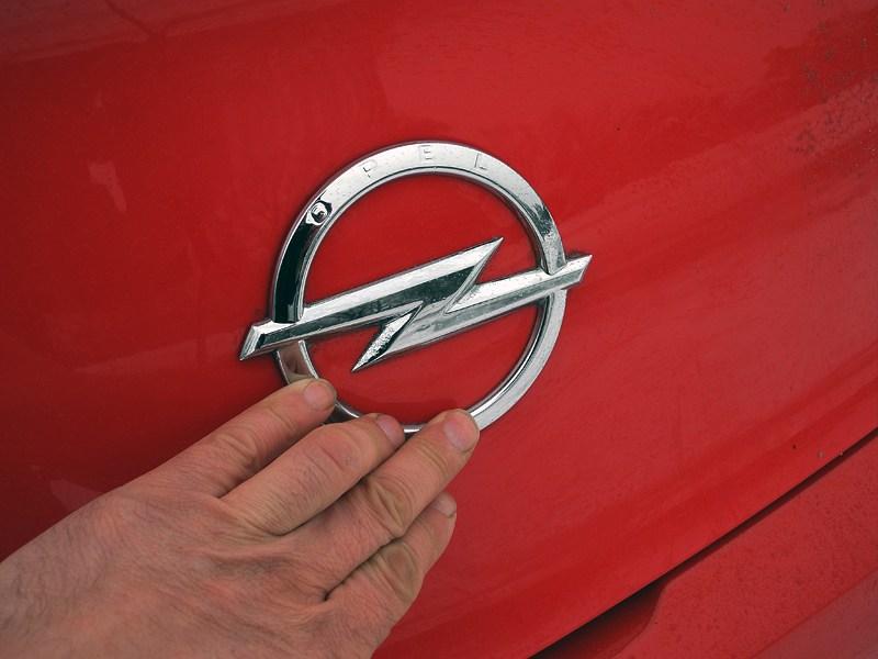 Opel Astra GTC 2012 багажник