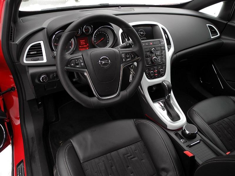 Opel Astra GTC 2012 водительское место
