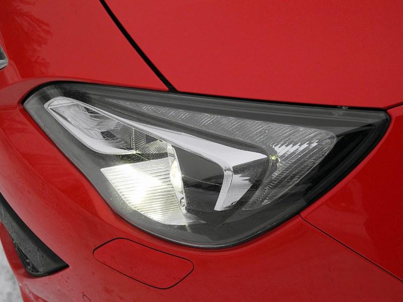 Opel Astra GTC 2012 фара