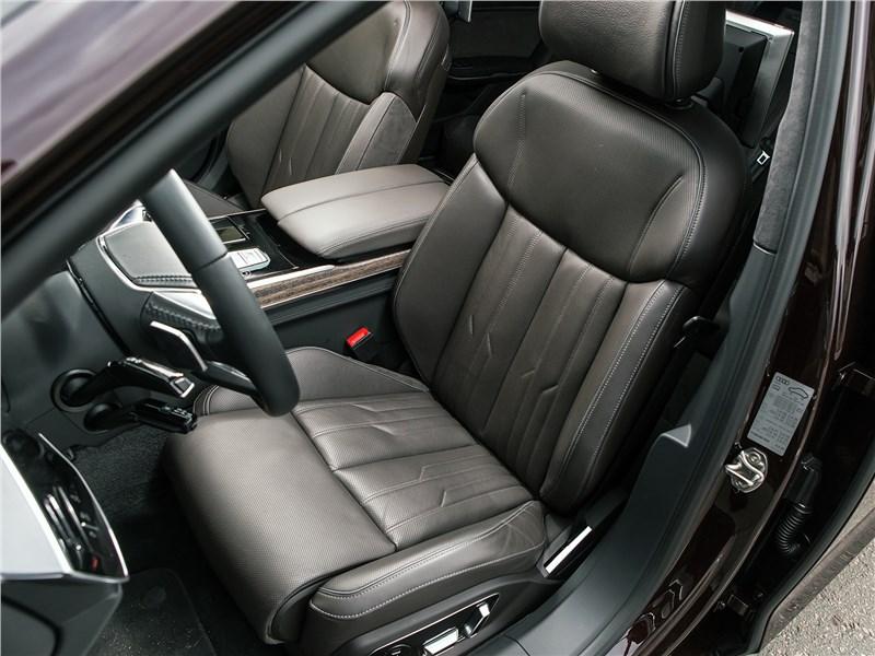 Audi A8 L 2018 передние кресла
