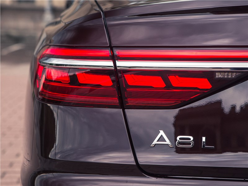 Audi A8 L 2018 задний фонарь