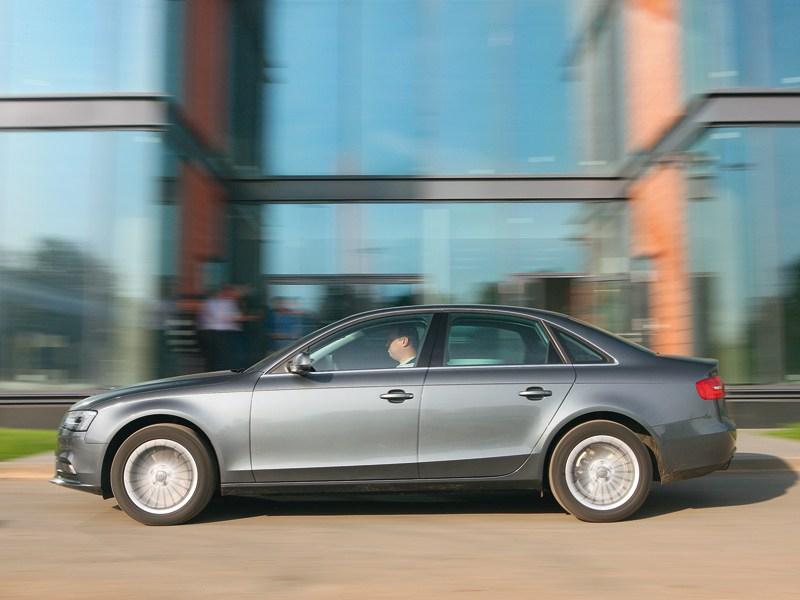 Audi A4 2012 вид сбоку