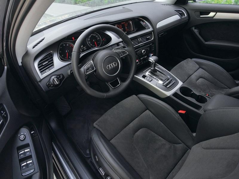 Audi A4 2012 вид водительское место
