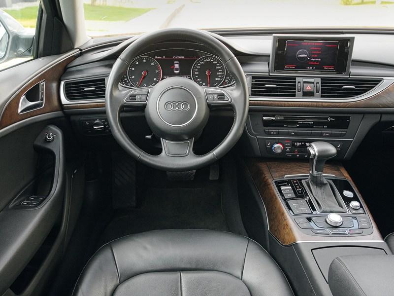 Audi A6 2011 водительское место